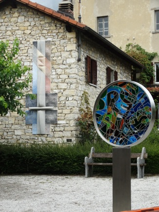 sculpture in glass Artistic Way
