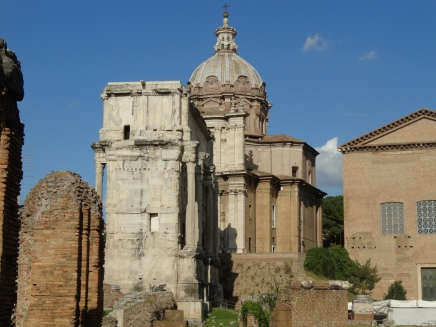 the Curia and the Arch of Septimius Severus.