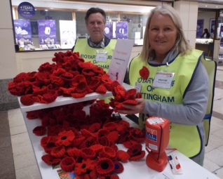 the Nottingham knitted Poppies